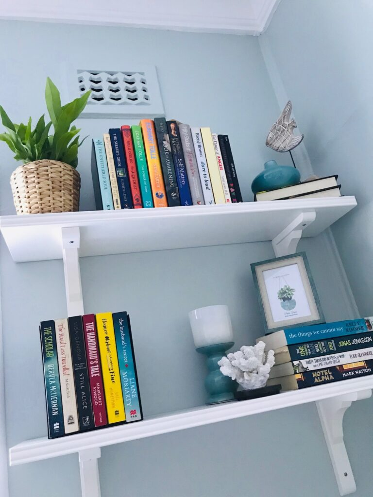 coastal-hamptons-project-shelves-styling