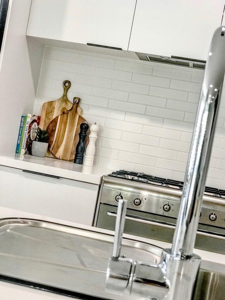 contemporary-minimalist-interior-kitchen-finishes