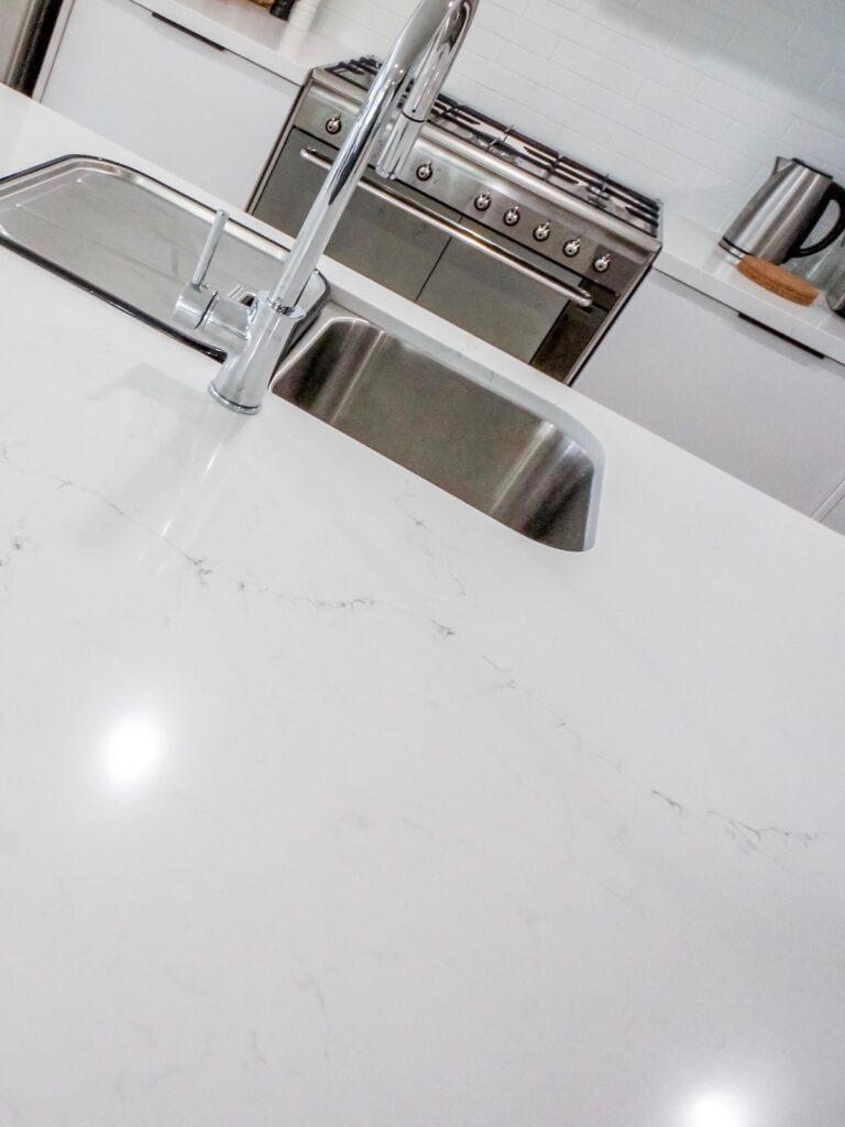 contemporary-minimalist-interior-kitchen-sydney
