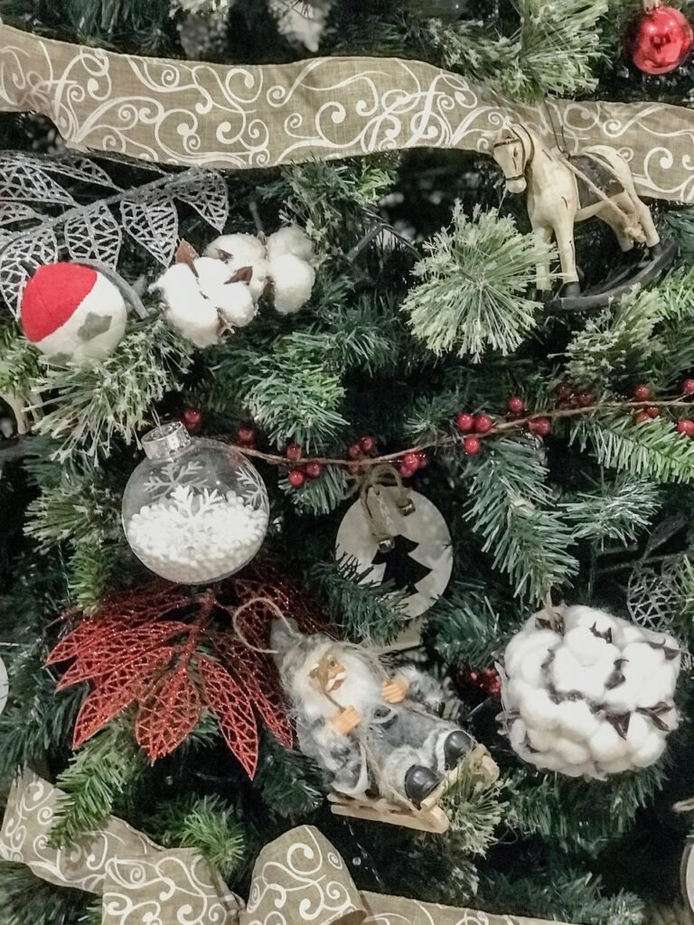 farmhouse-themed-ornaments-christmas-decorating-sydney