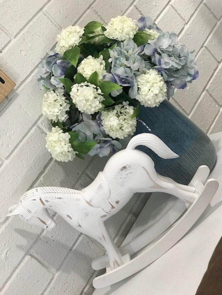 hamptons-farmhouse-floral-decor-interior-decorator