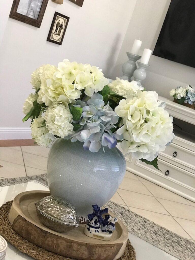 hamptons-farmhouse-florals-interior-decrorator