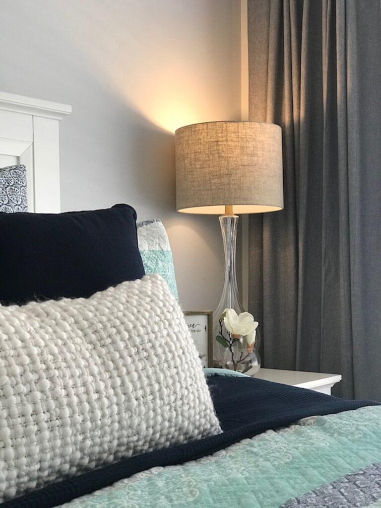 hamptons-modern-farmhouse-project-decor-cushions