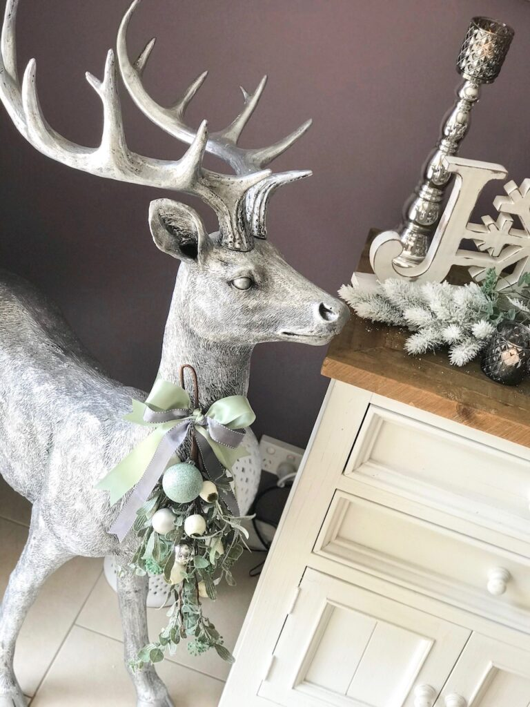 sage-themed-interior-christmas-decorating-wollondilly