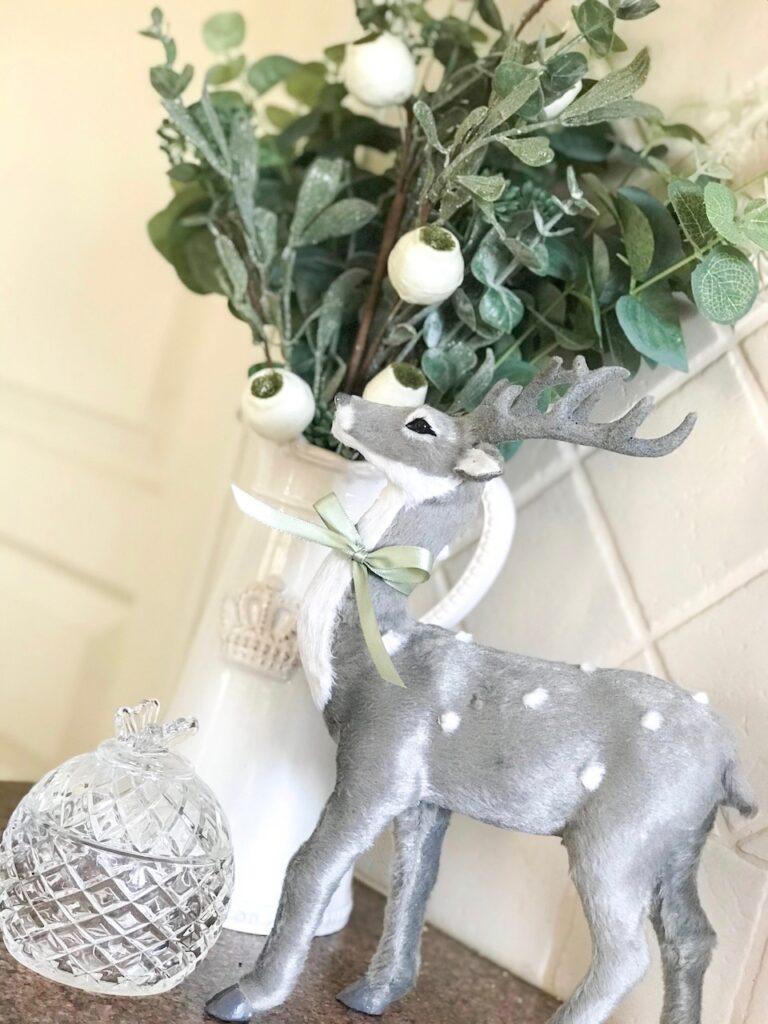 sage-themed-interior-christmas-stylist-sydney