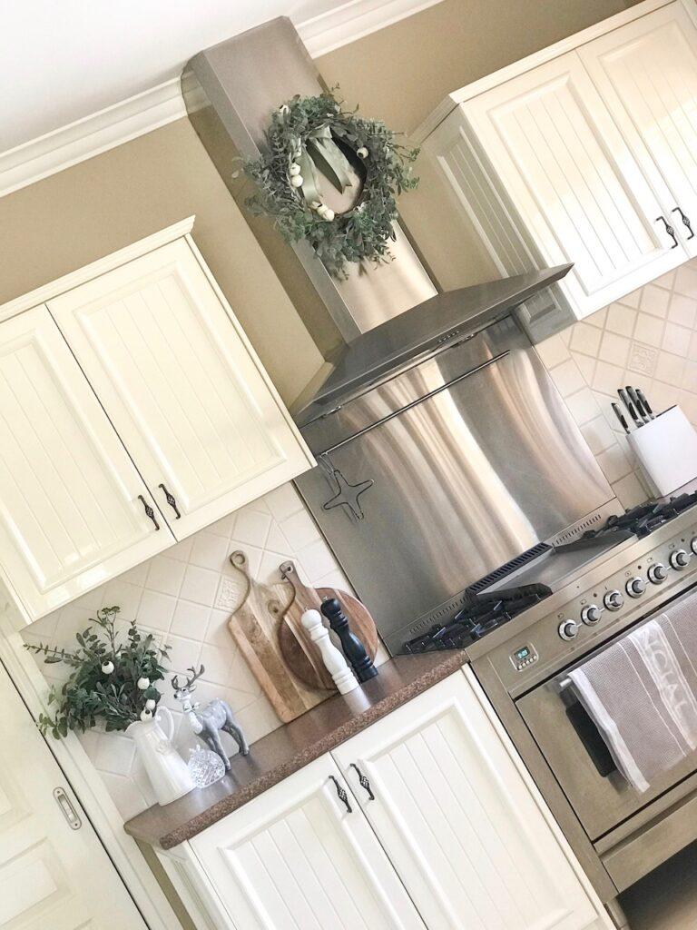 sage-themed-kitchen-interior-christmas-decorating-sydney